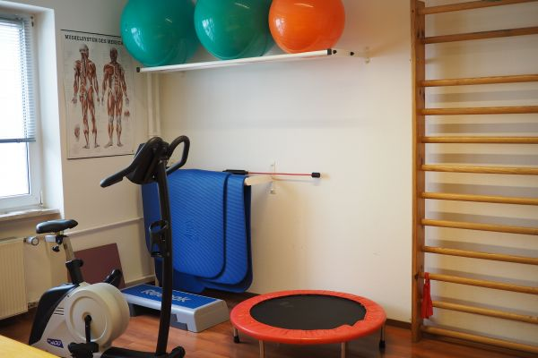 krankengymnastik-ergometer-praxis-waldstrasse3C0DEE6E-AF3F-3714-ED8E-5C5EE8B86457.jpg